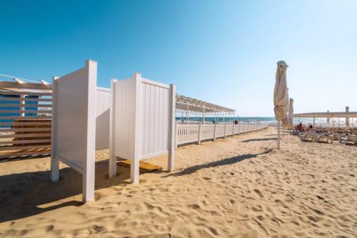 Пляжный комплекс отеля Белый пляж Анапа