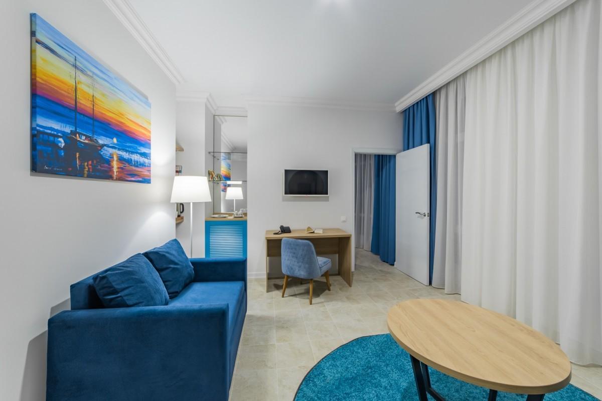 Люкс 4-местный 3-комнатный (вид на море)
